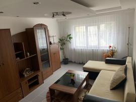 Inchiriez apartament cu 3 camere pe termen obcini