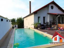 Casa de lux cu piscina - zona linistita