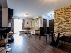 De închiriat: Apartament cu 3 camere în bloc NOU.