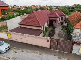 Casă cu 4 camere în zona Bujac.