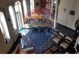 Vila cu etaj central 5 camere curte 500mp mobilata modern...