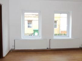 Apartament o camera la casa, renovat, parter, 68 mp