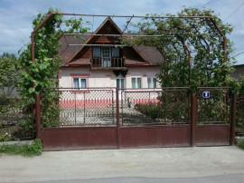 ID:11146: Casă cu 4 camere Bascov