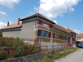 Casa traditionala Hidisel 8 camere 400 mp , teren 3300mp