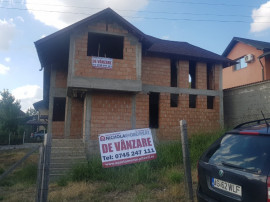 Casa de rosu, teren 530 mp, Stefanesti Valea Mare