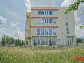 Cladire de birouri/clinica/magazin prezentare in Brasov, zon