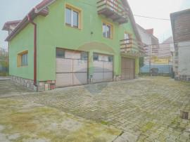Casa cu teren 720 mp, 3 garaje si spatiu comercial, zona ...