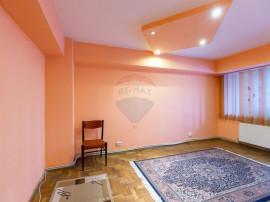 Apartament 3 camere decomandat ultracentral de vânzare