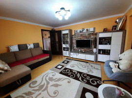 Apartament 3 camere, etajul 2, Zona Lipovei
