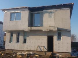 Casa individuala, pod cu scara retractabila, in zona reziden