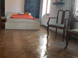 Apartament 3 camere in casa Centrul Istoric, etaj 1, renovat