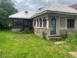 Casa Bătrânească Zona Cut- Dumbrava Roșie