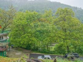 Vilă cu 10 camere și teren de 6282 mp, langă Pietrele ...