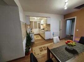 Apartament pe doua nivele/ scara interioara