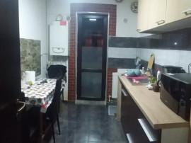 Apartament cu 2 camere/ insotit de curte generoasa