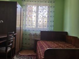 Apartament 3 Camere, Zona Dacia, Etaj 1/4, Semidecomandat, C