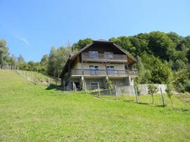 Casa individuala, cu teren de 1200 mp in Comuna Siriu