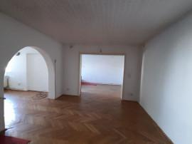 Apartament 5 cam, mansarda, camera subsol, curte, zona Ul...