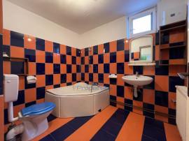 6 camere decomandate. 2 bai. 2 bucatarii- Rezidential sau...