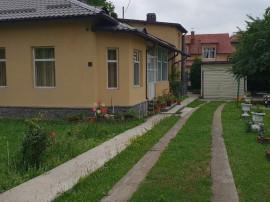 Casa ultracentral in Campina,5 camere,566 mp teren,renovata.