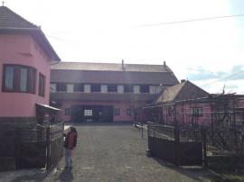 Casa si hala situate in localitatea Hodac, Jud. Mures