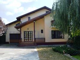 Vila +casa Cornetul pe un teren de 2800 mp