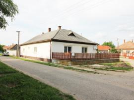 Casa particulara la 5 km de la Bors