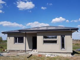 Case individuale, la asfalt, plan parter, 420mp teren