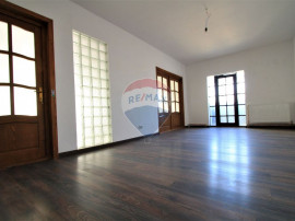 Apartament 6 camere, pretabil birouri sau rezidental, in ...