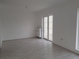 Apartament in Casa de tip triplex, in Giroc