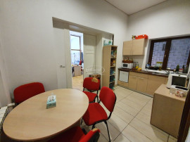 Apartament renovat in cladire interbelica