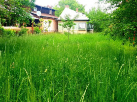 Casa batraneasca cu utilitati in Breaza,teren 2245mp,central