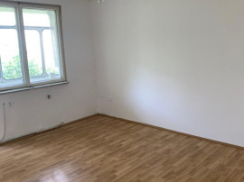 3 Camere , etajul 1 , decomandat