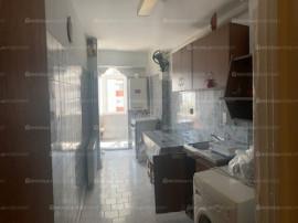 Apartament 3 camere, decomandat, 4/10, Gavana 2