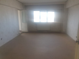 Apartament 3 camere, zona Nevila