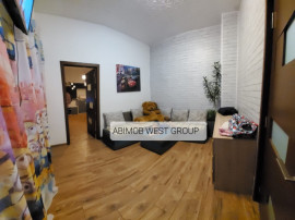 Apartament ultracentral la casa cu doua camere + demisol