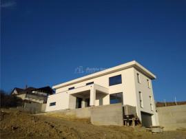 Casa/ Vila- design minimalist- 240 mp utili garaj- Zona verd