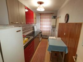 INCHIRIEZ apartament 3 camere semidecomandat ,zona Garii