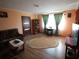 Casa cu mansarda in Tarian