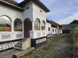 Casa traditionala in loc.Aninoasa, jud. Arges cu 2800mp tere
