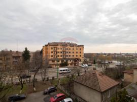 Apartament cu 3 camere de vânzare în zona Romanilor