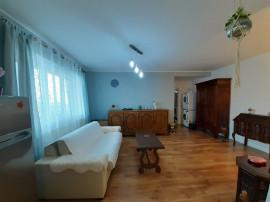 Apartament 2 camere, mobilat, parcare privata Floresti