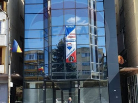 Spațiu comercial si Birouri P+3 etaje,central, Deva, jud...
