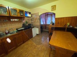 Apartament în zona Mihai Viteazul decomandat