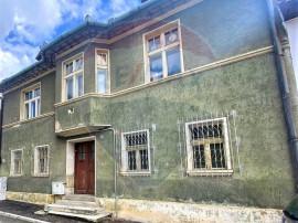 De vanzare vilă renovabilă cu 4 camere și curte indivi...
