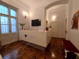 Semicentral, apartament 3 camera, cladire istorica