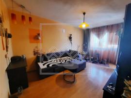 Apartament cu 3 camere si balcon - decomandat - camara - V.