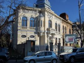 Vila renovata-modernizata, curte -Piata Victoriei-bulevard