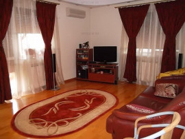 APARTAMENT 4 CAMERE IN VILA