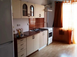INCHIRIEZ apartament 3 camere,renovat, zona Interex